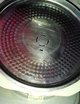 炊飯器の内蓋にもカビや雑菌が繁殖する